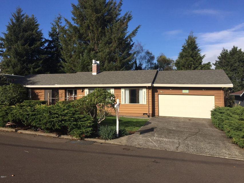 3043 NE 32nd Dr, Lincoln City, OR 97367 - One level by the lake!