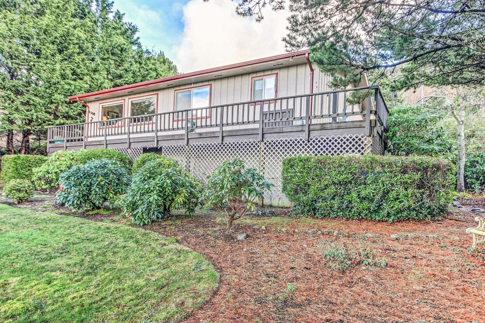 1120 King St, Yachats, OR 97498 - OCEAN VIEW HOME
