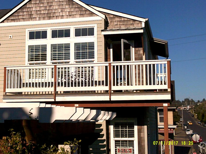 325 NW Coast, A, Newport, OR 97365