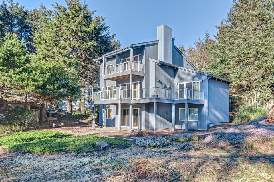 450 SW Spindrift, Depoe Bay, OR 97341 - Exterior