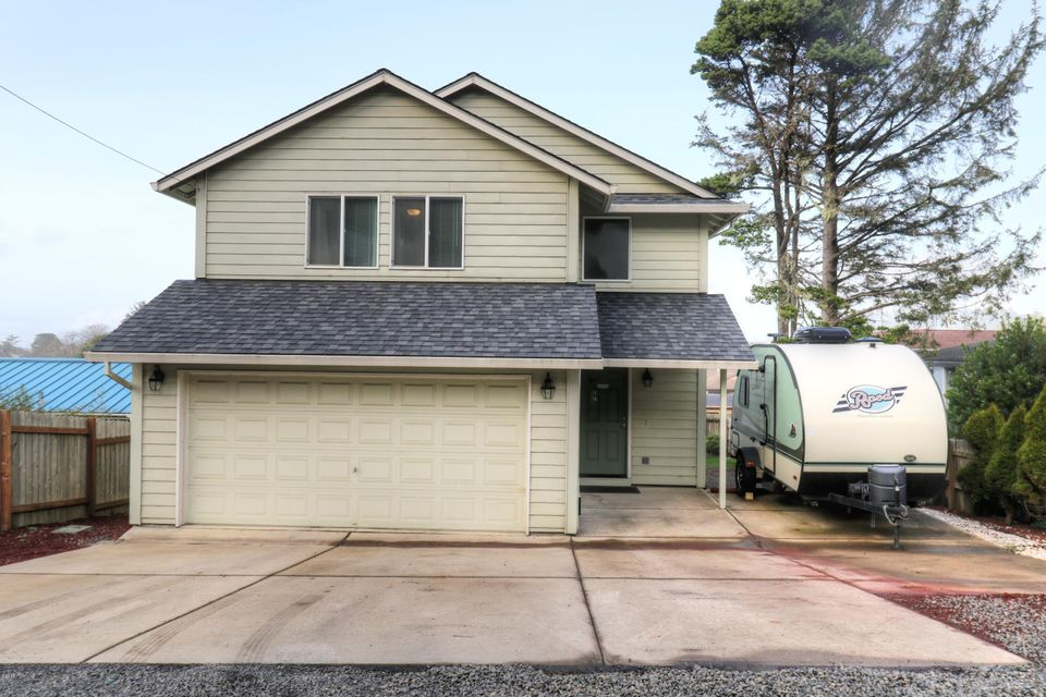 210 NW 55th St, Newport, OR 97365 - Exterior