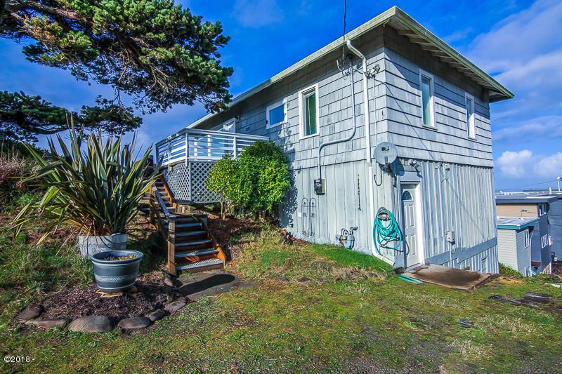 1093 NW 8th St, Lincoln City, OR 97367