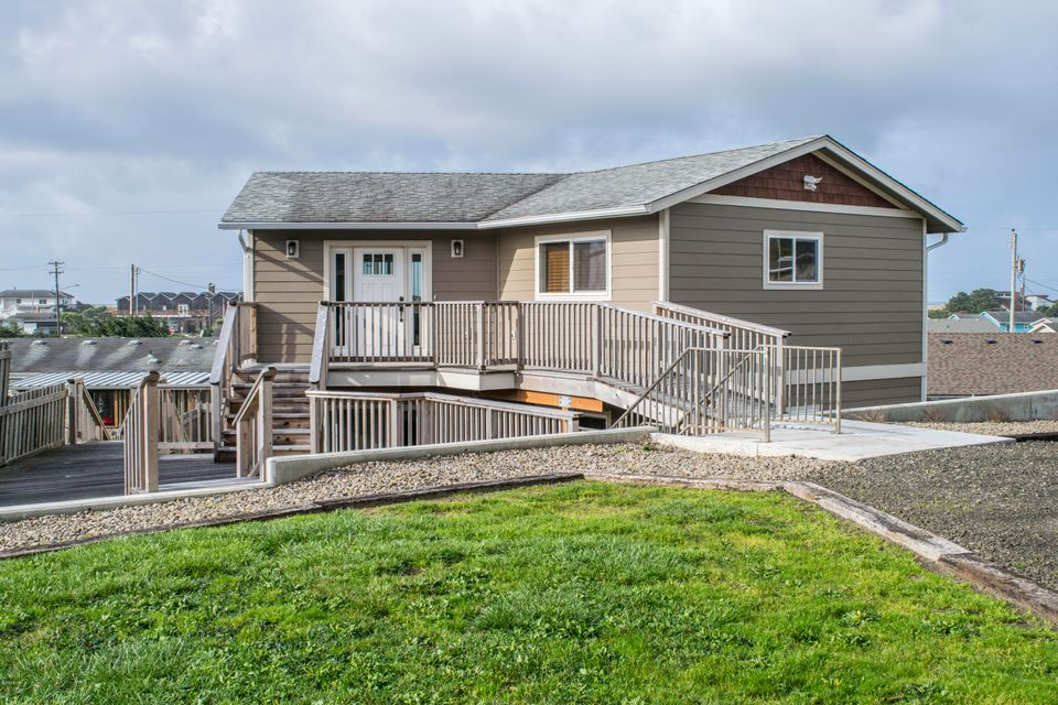 1705 NW Abbey Ct, Waldport, OR 97394