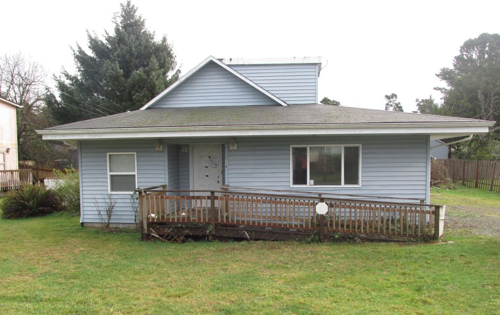 6716 SW Harbor Ave, Lincoln City, OR 97367 - Front of house