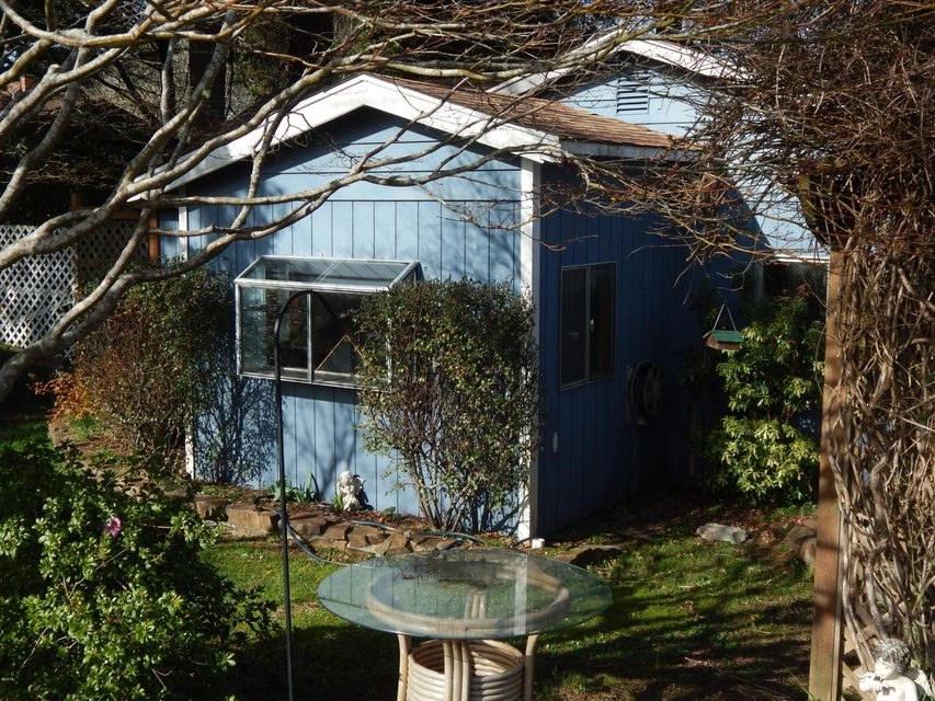 1111 SW 13th St, Lincoln City, OR 97367