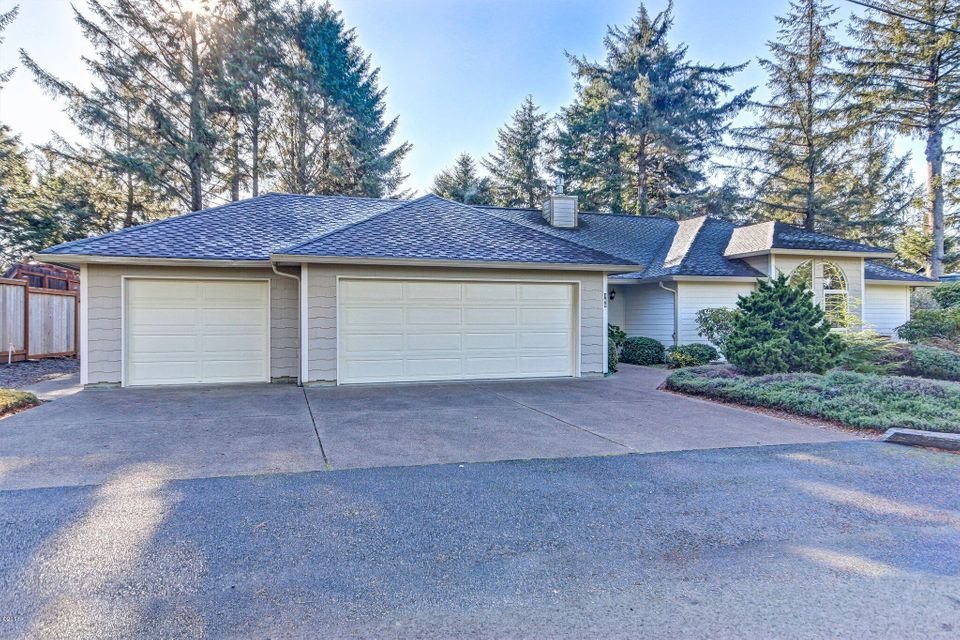 165 NE Golf Course Dr., Newport, OR 97365 - Across from the Golf Course