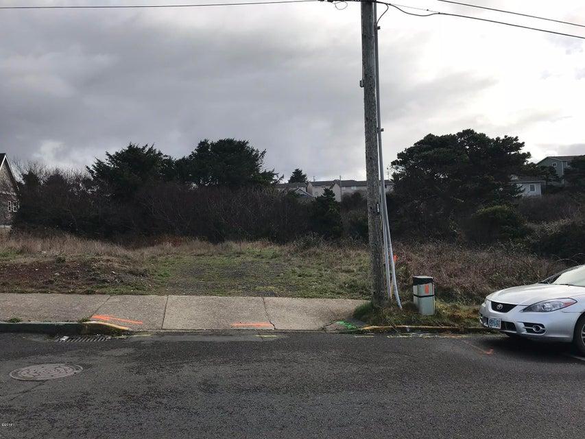 654 NW Coast St, Newport, OR 97365
