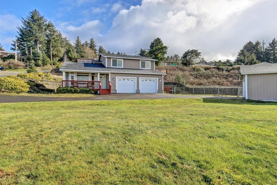 821 SE Vista Dr, Newport, OR 97365 - Front of Home