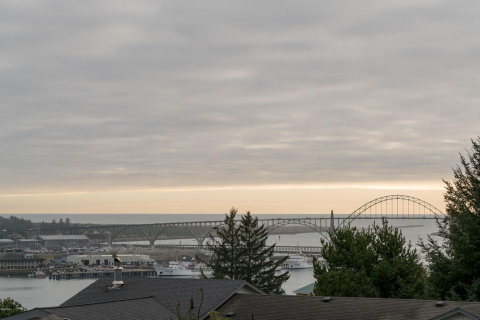 233 SE View Dr, Newport, OR 97365