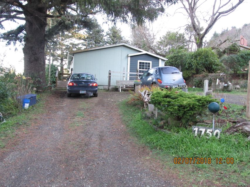 1750 Hwy 101 N, Yachats, OR 97498 - Front of house