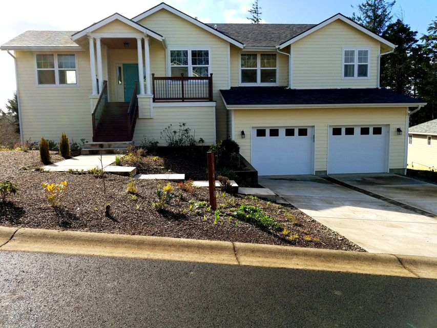 1498 SE 43rd St, Lincoln City, OR 97367 - Front of home