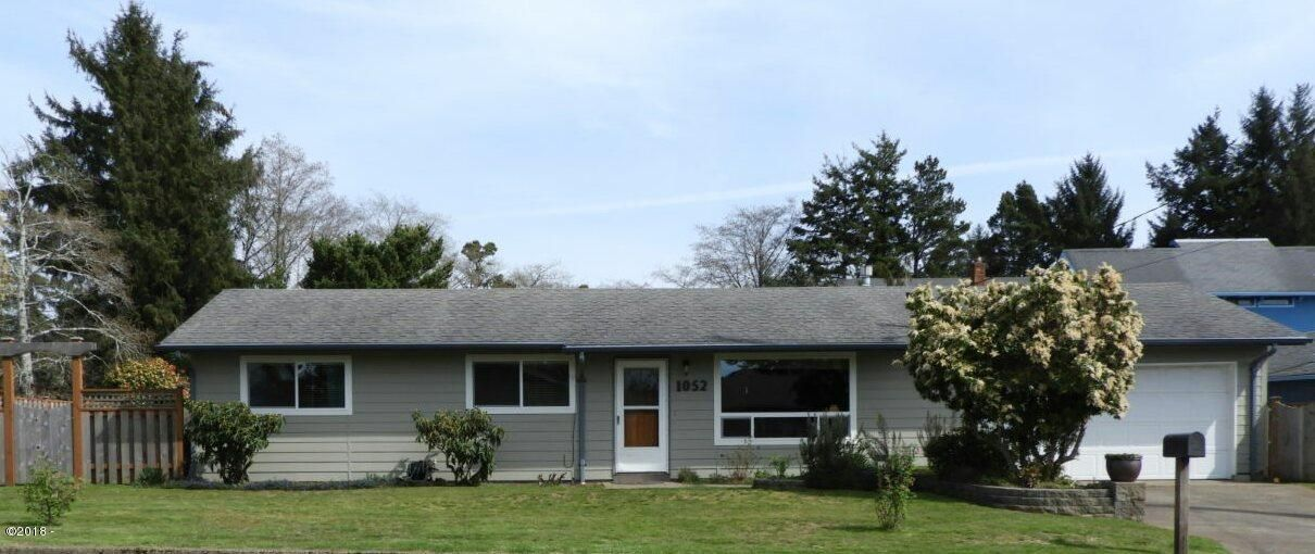 1052 NE Fogarty St, Newport, OR 97365 - Front