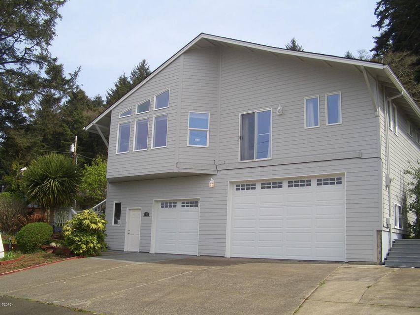 370 NE Williams Ave, Depoe Bay, OR 97341 - Welcome home!