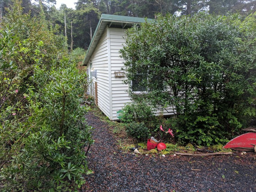 100 NE California St, Yachats, OR 97498 - Beach Cottage