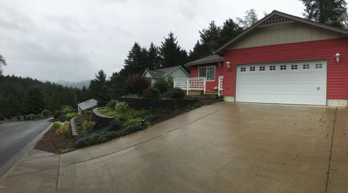 2485 NE 27th Dr, Lincoln City, OR 97367 - Mountains
