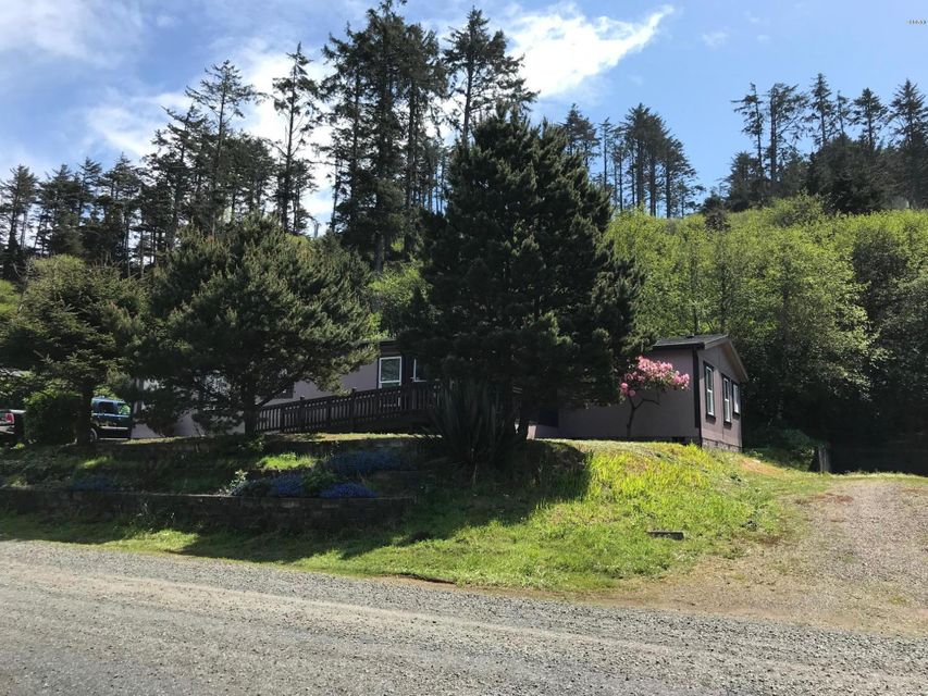 355 NW 55th St, Newport, OR 97365 - HOUSE