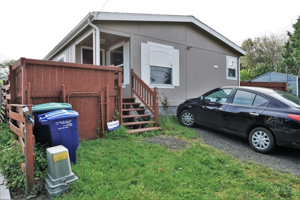 630 SE Quay Ave., Lincoln City, OR 97367 - Front