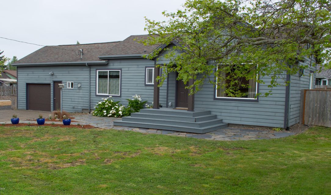 431 NE 10th Ct, Newport, OR 97365 - Front of Home (1)