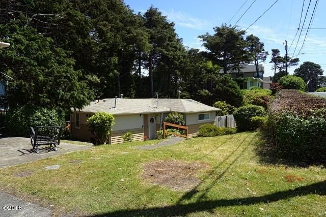 2340 NW Jetty Avenue, Lincoln City, OR 97367 - Driveway View Best
