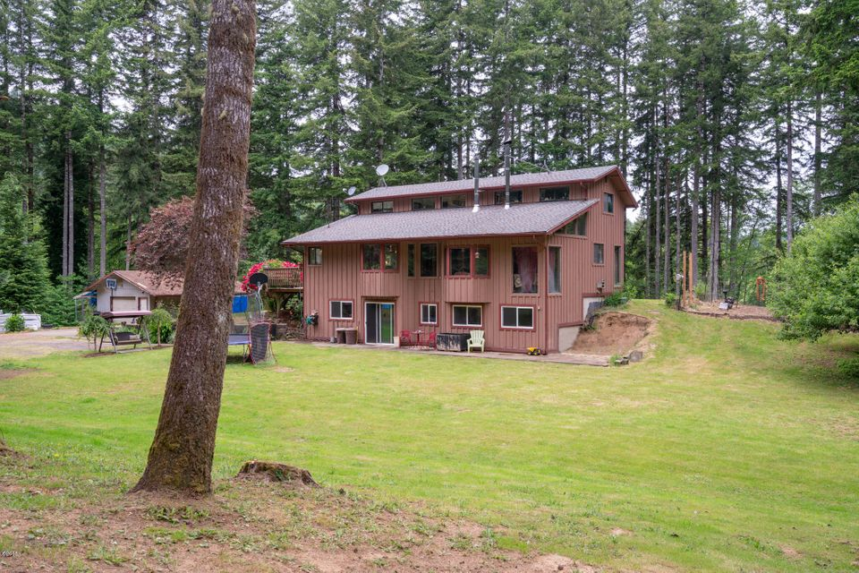 7079 Hwy 20, Toledo, OR 97391 - Home & front yard