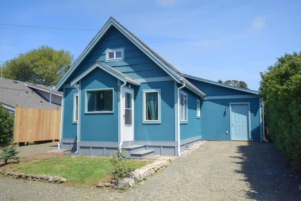 2208 NW Oceanview Dr, Newport, OR 97365 - Front