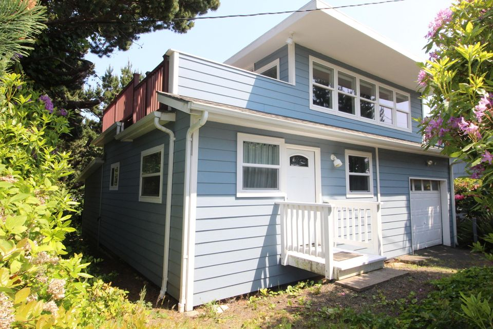 2714 NW Lee Ave, Lincoln City, OR 97367 - Front