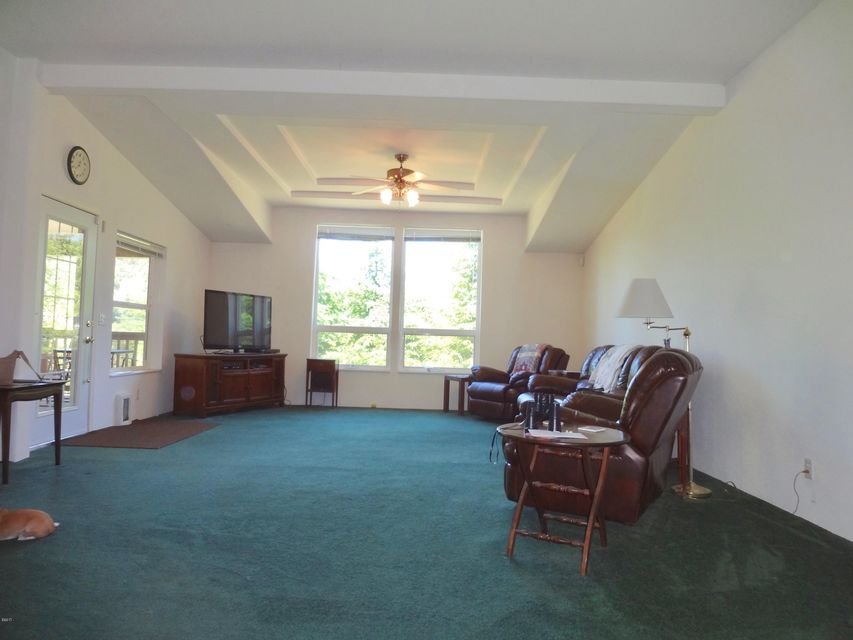 5553 Siletz Hwy, Lincoln City, OR 97367 - Living Room