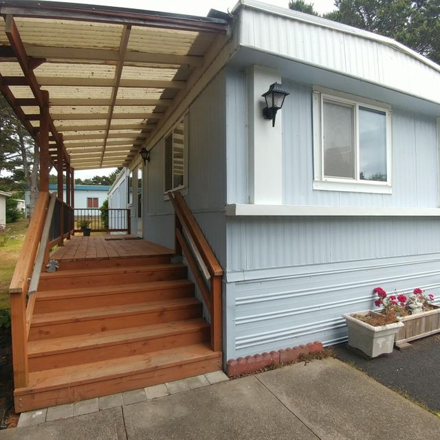 5405 NW Pacific Coast Hwy, 11, Seal Rock, OR 97394 - covered porch