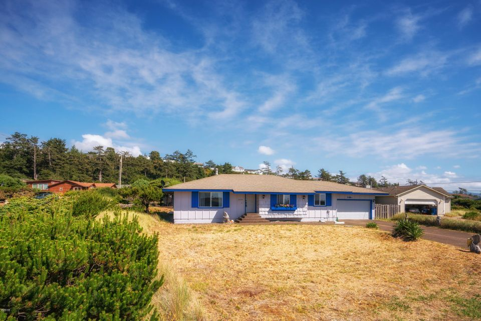 2409 NW Convoy Way, Waldport, OR 97394 - 2409NWConvoyFrontExt (2)