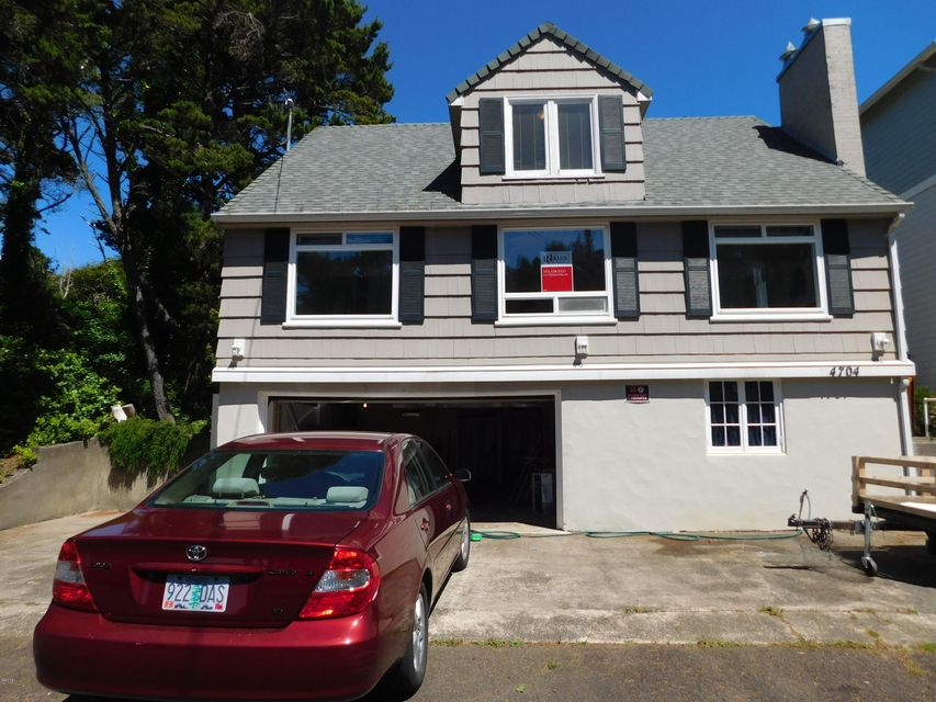 4704 SW Beach Ave, Lincoln City, OR 97367 - Front