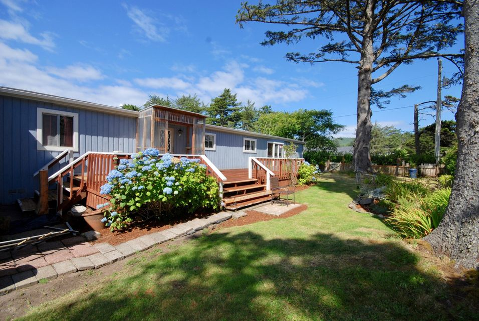 311 NW 59th St, Newport, OR 97365