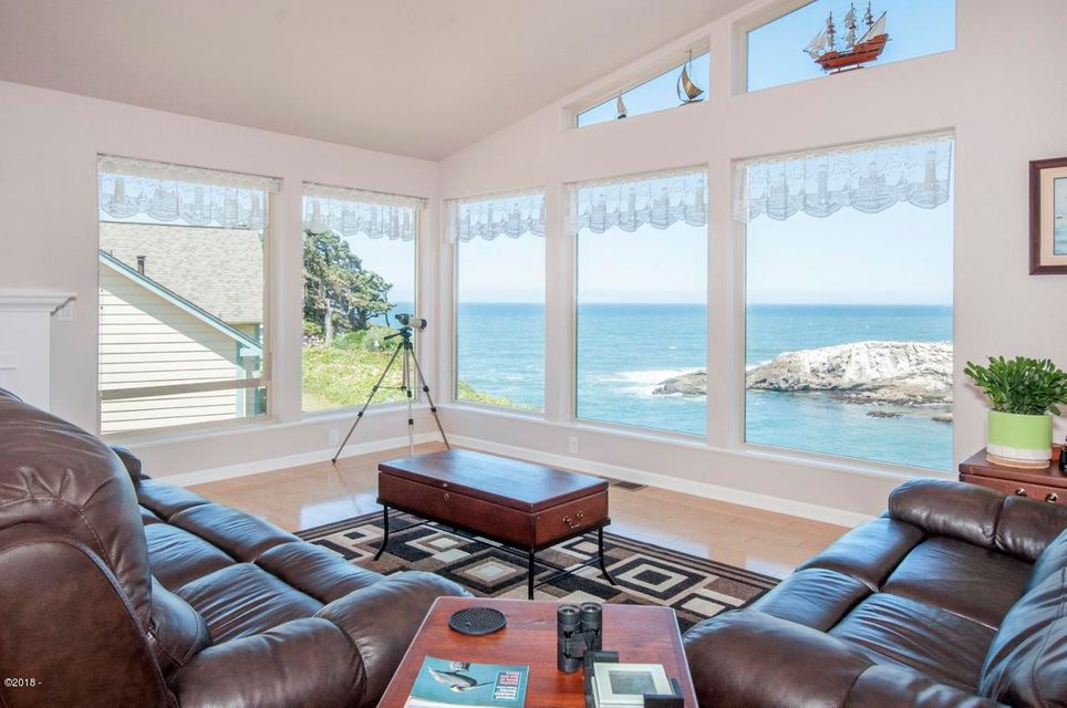 125 NW Vista St, Depoe Bay, OR 97341