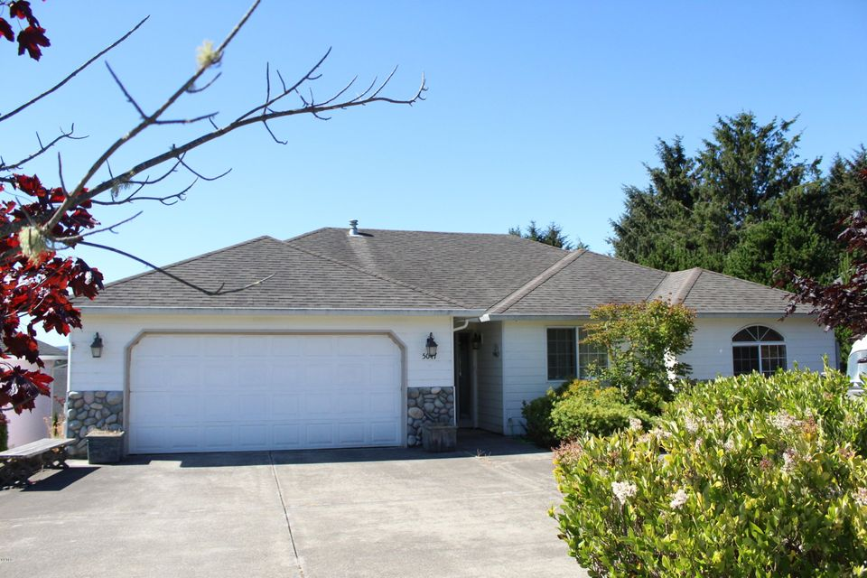5047 NE Voyage Ave, Lincoln City, OR 97367 - 3 Bedrm/2 Bath Home
