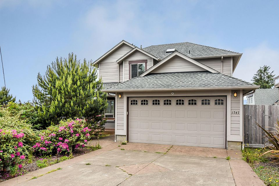 1747 NE 18th St., Lincoln City, OR 97367 - Curbside