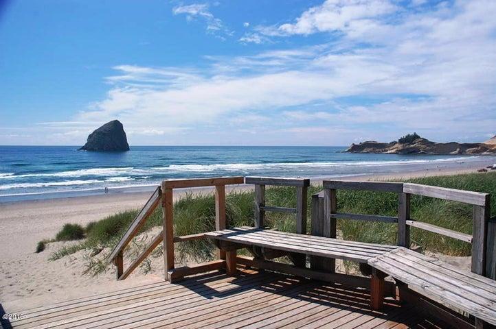 Oceanfront access to Shorepine Village Dune Ramp