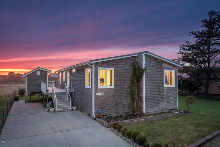 35300 RUEPPELL AVE, Pacific City, OR 97135