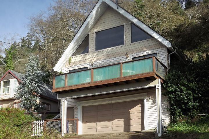 Easy access right in the heart of Depoe Bay