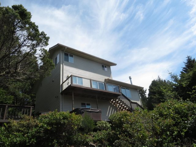 515 NW Terrace St, Seal Rock, OR 97376
