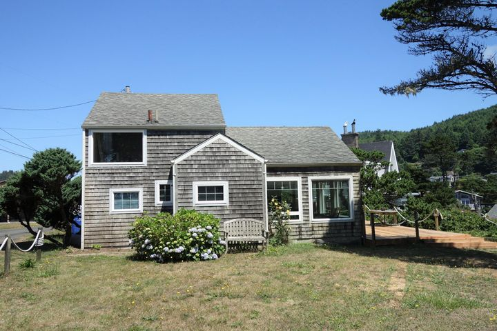 230 NW Sunset St, Depoe Bay, OR 97341