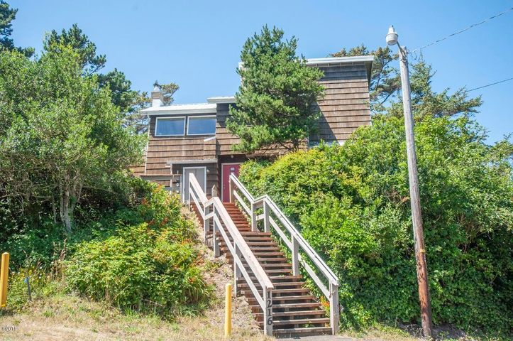 1206 NW 6th Dr, Lincoln City, OR 97367