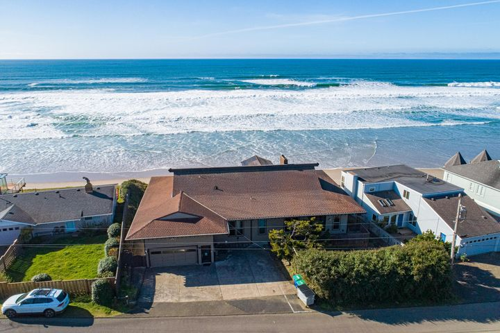 5767 NW Jetty Ave., Lincoln City, OR 97367