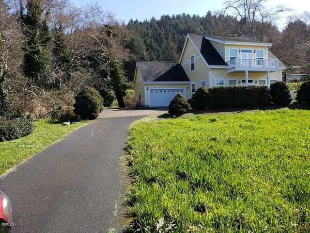 176 Shell ST, Yachats, OR 97498