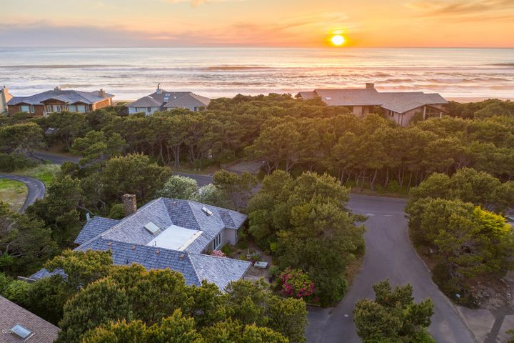 10 Shore Pine Ct, Gleneden Beach, OR 97388