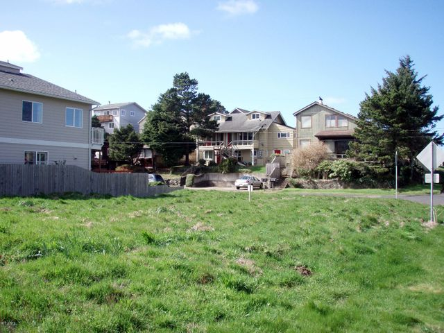 910 SW Bay View Ln, Newport, OR 97365