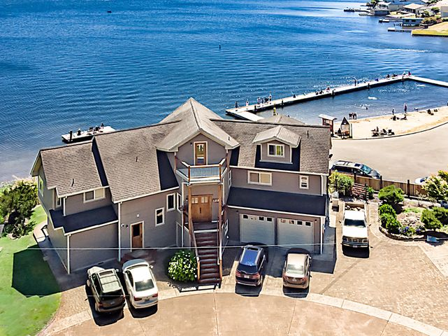 Beautiful Home on Devil's Lake, Lincoln City, OR