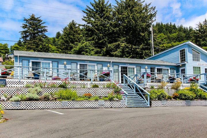 180 Prospect Ave, Yachats, OR 97498