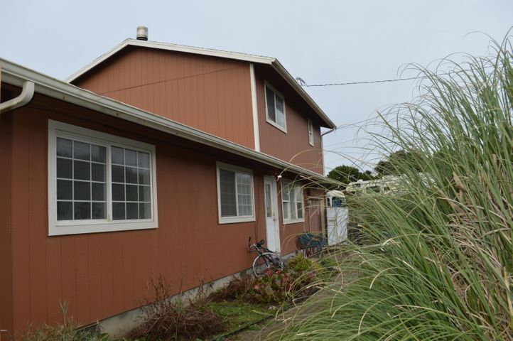 1030 SW Mark St, Newport, OR 97365
