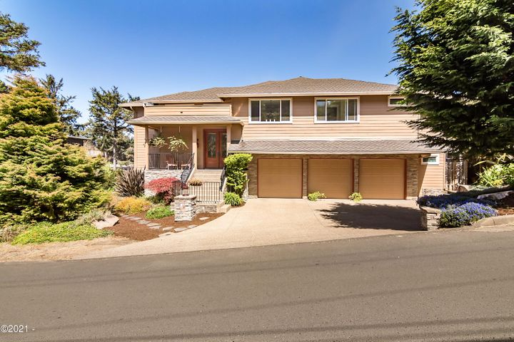 35 SW South Point St, Depoe Bay, OR 97341