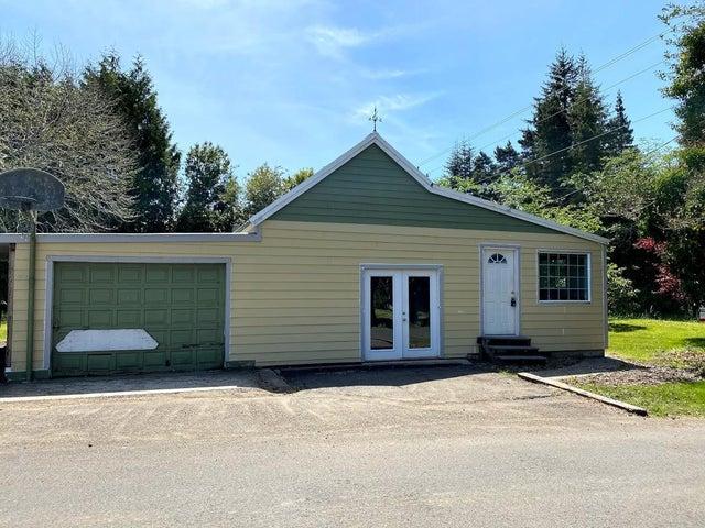 677 SE Moffitt Rd, Waldport, OR 97394
