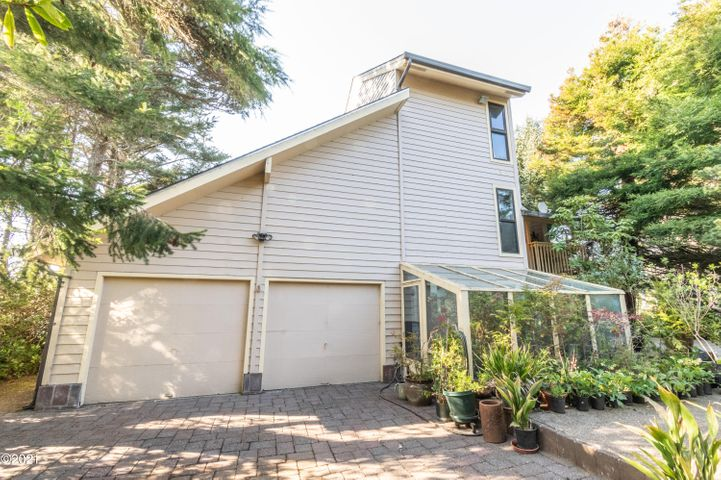 1127 SW 62nd Street, Lincoln City, OR 97367
